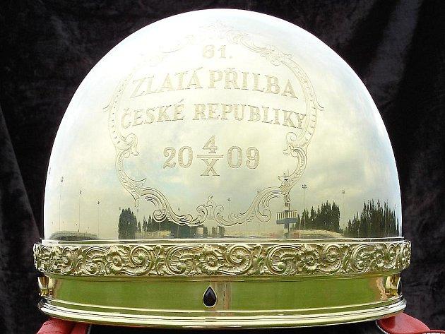 O první Zlatou přilbu se poprvé bojovalo už před osmdesáty lety.