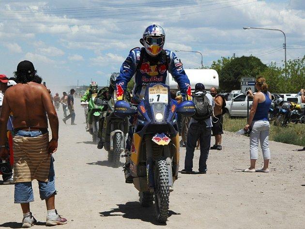 Vítěz 6. etapy dakrské rallye mezi motocyklisty Francouz Cyril Després v cílovém městě Mendoza.