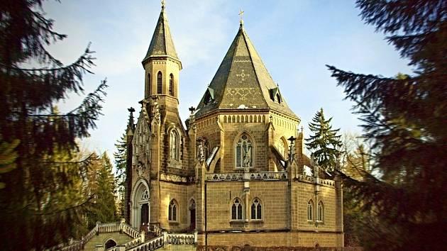 Krypta Schwarzenberské hrobky u Třeboně ukrývá 26 rakví s ostatky členů rodu.