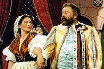 Marie Glázrová a Jan Werich v pohádce Byl jednou jeden král. Rok 1954.
