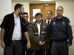 Josef Chaim Ben-David (uprostřed v poutech)