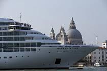 Obří výletní loď v Benátkách. Ilustrační foto.