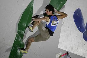 Český lezec Adam Ondra v semifinále MS v boulderingu