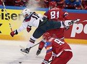 Dmitrij Orlov v souboji Jordanem Schroederem.