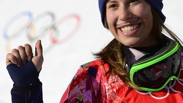 Snowboardkrosařka Eva Samková slaví zlato na olympijských hrách v Soči.