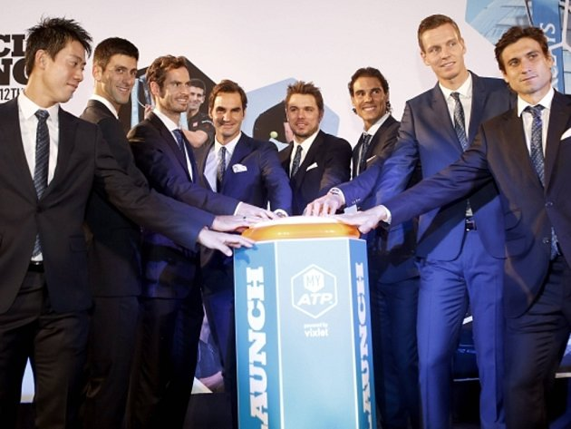 Aktéři Turnaje mistrů 2015 (zleva): Kei Nišikori, Novak Djokovič, Andy Murray, Roger Federer, Stan Wawrinka, Rafael Nadal, Tomáš Berdych a David Ferrer.