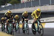 Tým Jumbo Visma při časovce družstev na Tour de France