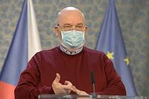 Ministr zemědělství Miroslav Toman v roušce (na snímku z 23. března 2020)