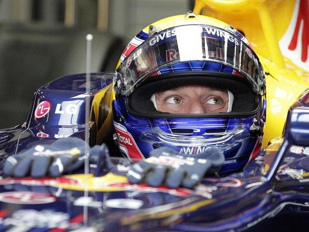 Pilot stáje Red Bull Mark Webber během kvalifikace na VC Belgie.