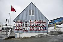 Předvolební plakáty v hlavním městě Grónska Nuuk