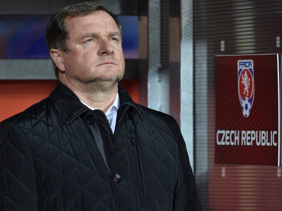 Trenér fotbalové reprezentace Pavel Vrba během zápasu se Srbskem.