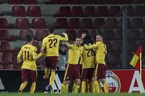 Fotbalisté Sparty se radují z gólu proti Southaptonu.