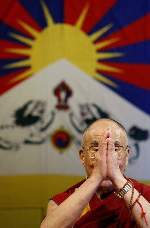 Dalajlama přednášel před zaplněným sálem Kongresového centra v Praze
