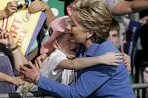 Senátorka Hillary Clintonová během svého kandidátského vystoupení ve státě Indiana.