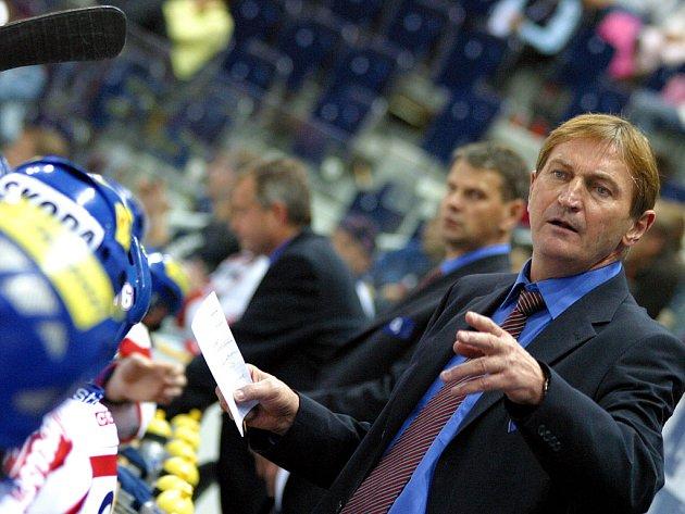 Ilustrační foto - Trenér české hokejové reprezentace Alois Hadamczik má starosti, jeho tým podlehl Švýcarům 2:3.