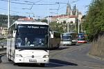 Kolem 50 zájezdových autobusů vyrazilo 12. května 2020 ráno na protestní jízdu Prahou.