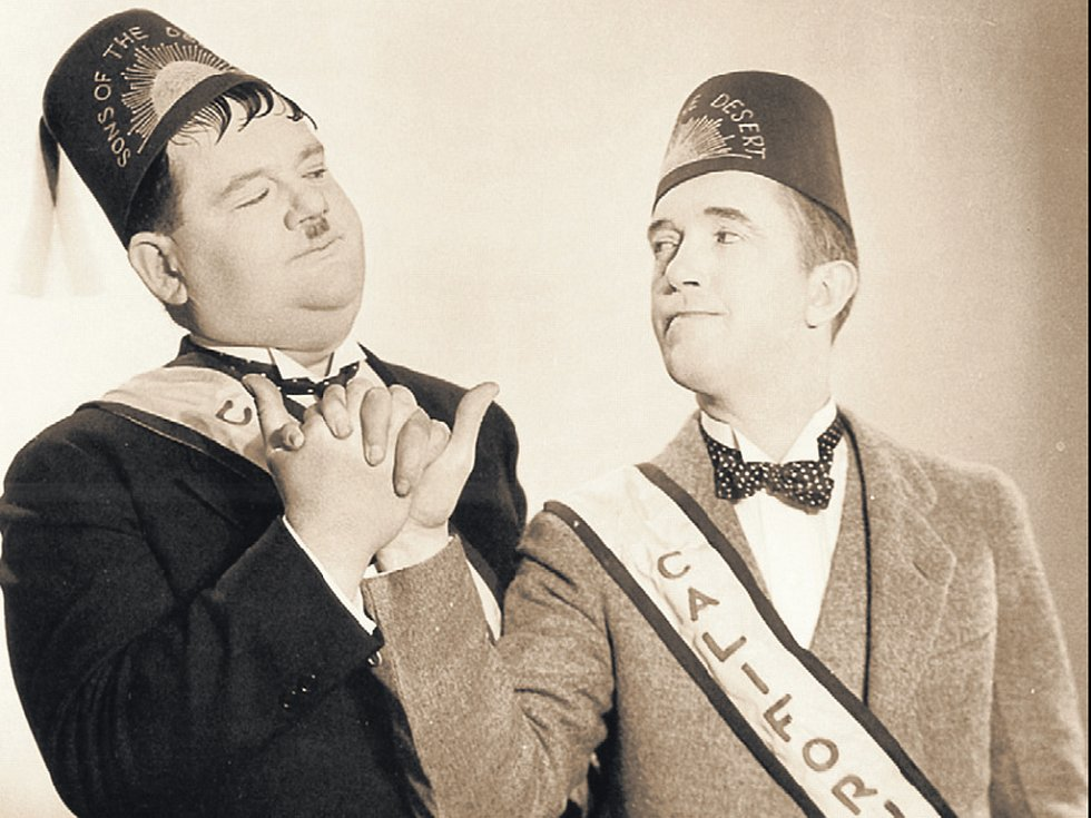 Laurel a Hardy nebyli zednáři, ale parodovali je ve svém filmu Synové pouště.