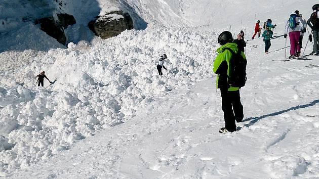 Pád laviny ve švýcarském lyžařském středisku Crans Montana