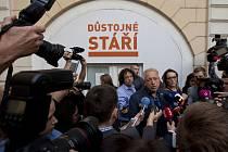 Volby 2017 - štáb ČSSD v Lidovém domě - Milan Chovanec, Lubomír Zaorálek a Bohuslav Sobotka.