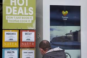 Zavřená prodejna zájezdů zkrachovalé cestovní kanceláře Thomas Cook v Londýně