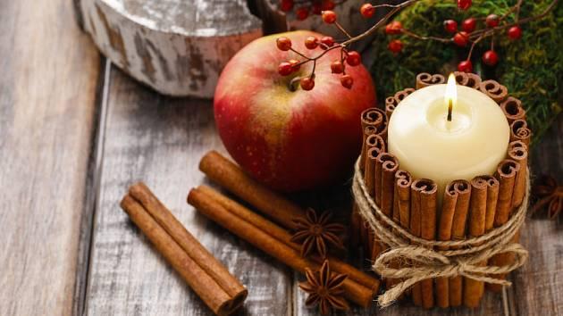 Tyčinky skořice pomohou navodit vánoční atmosféru.