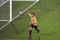 Xavi slaví svůj gól do sítě Ruska v semifinále mistrovství Evropy.