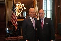 Český premiér Bohuslav Sobotka se v Bílém dome sešel s americkým viceprezidentem Joe Bidenem.