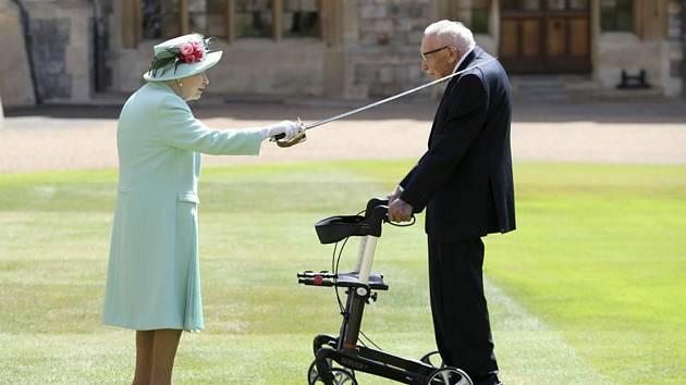 Alžběta II. a Thomas Moore