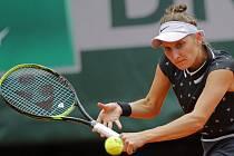 Česká tenistka Markéta Vondroušová ve finálovém zápase French Open proti Australance Ashleigh Bartyové.
