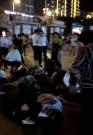 Do lidí na zaplněném náměstí v jihočínském městě Cheng-jang vletělo auto