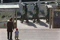 Na klid dohlížejí nyní v tibetských městech i v okolních provinciích tisíce vojáků.