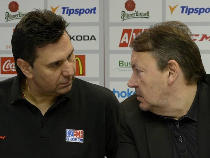 Trenér hokejové reprezentace Vladimír Růžička (vlevo) a prezident Českého svazu ledního hokeje Tomáš Král.