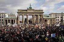 Demonstrace za ochranu klimatu u Braniborské brány v Berlíně (snímek z 29. listopadu 2019)
