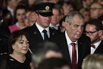 Prezident Miloš Zeman s chotí Ivanou přichází do Vladislavského sálu