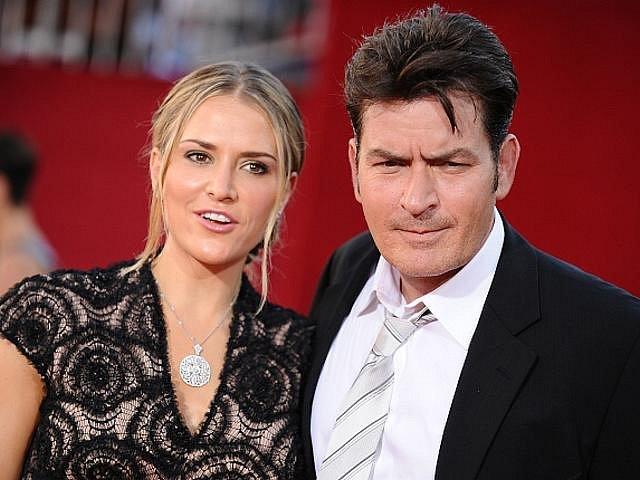 Herec Charlie Sheen a jeho žena Brooke Muellerová.