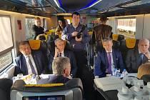 Debata slovenských prezidentských kandidátů ve vlaku