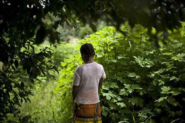 """Třináctiletou """"Elisabeth"""" vloni v létě znásilnila nedaleko jejího domova na Pobřeží slonoviny desítka """"mírotvorců"""" OSN. Žádný z nich nebyl potrestán."""