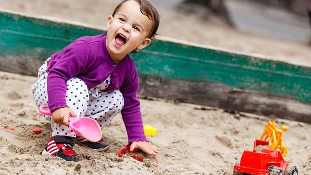 Dítě na pískovišti - Ilustrační foto