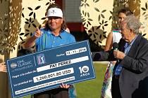 Americký golfista Pat Perez po triumfu v Mexiku.