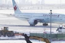 Pearsonovo mezinárodní letiště v Torontu sevřela krutá zima