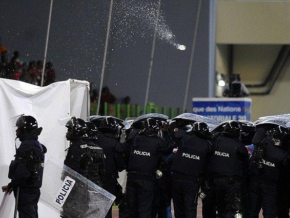 Policie zasahovala. V semifinále afrického šampionátu řádili fanoušci