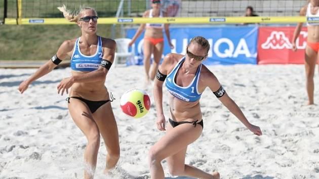 Kristýna Kolocová s Michalou Kvapilovou