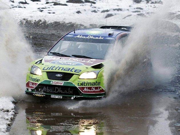 Finský jezdec Jari-Matti Latvala za volantem Fordu vede po první etapě Italskou rallye, podniku světového šampionátu v automobilových soutěžích.