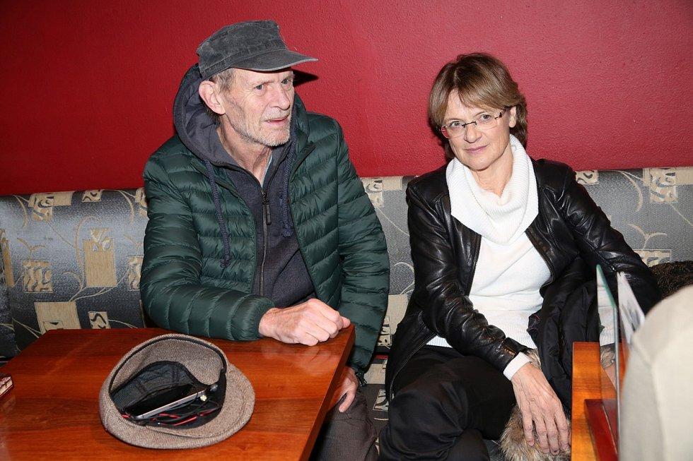 Taťjana Medvecká a Jiří Schmitzer, kteří často tvoří ve filmech pár