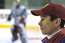 Hokejový trenér Vjačeslav Bykov.