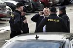 Před volebním štábem SPD zasahovala policie. Hnutí neudělilo akreditaci třem novinářům.