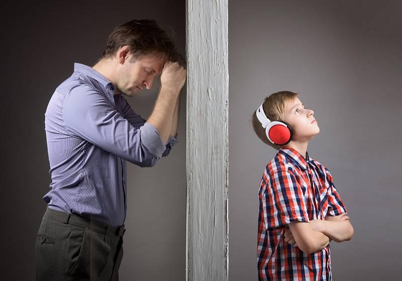 Špatný vztah rodiče a dítěte bývá symptomem rodinného dění