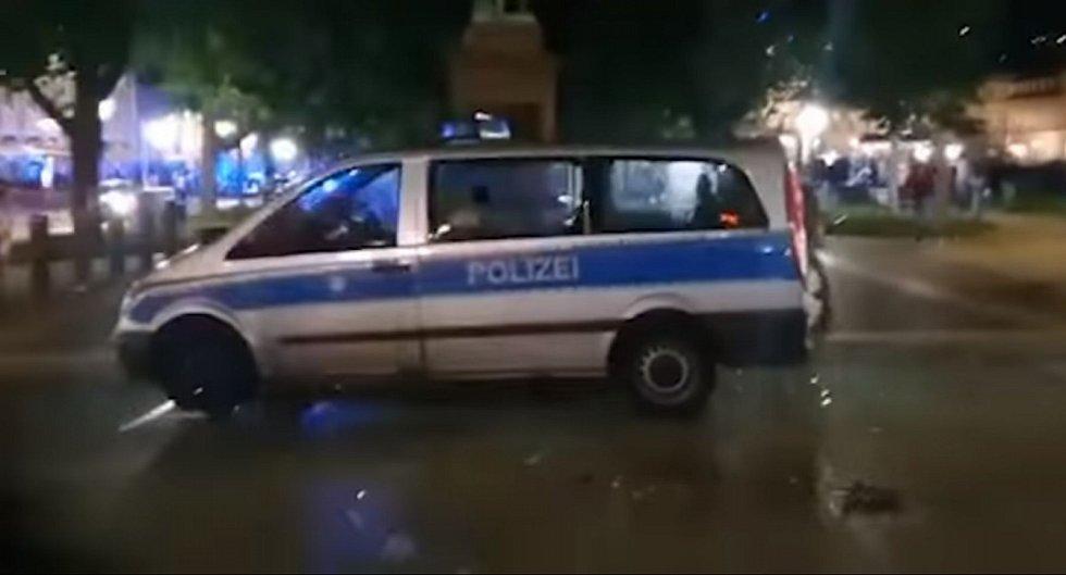 Kontrola drog vyvolala ve Stuttgartu rabování a střety…