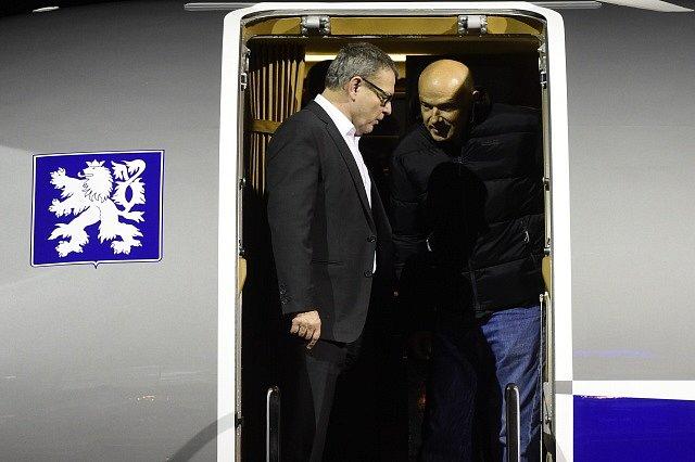 Čech odsouzený v Súdánu se vrátil do vlasti, přivezl ho Zaorálek