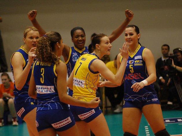 Volejbalistky Prostějova se radují z postupu do play-off Ligy mistryň.